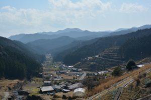 山里、口色川の風景